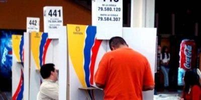 Los colombianos escogerán el domingo nuevo presidente. aP