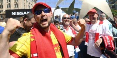 Miles de fanáticos, seguidores del Real Madrid, se encuentran en Kiev para ver el partido.