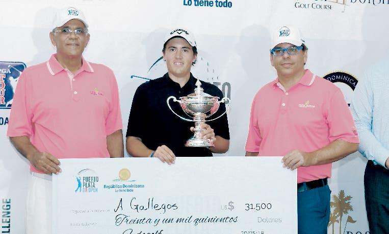 El argentino Andrés Gallegos  recibe su premio.