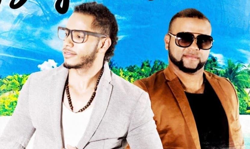 Los cantantes   Orlando y Joel promocinan varios temas.