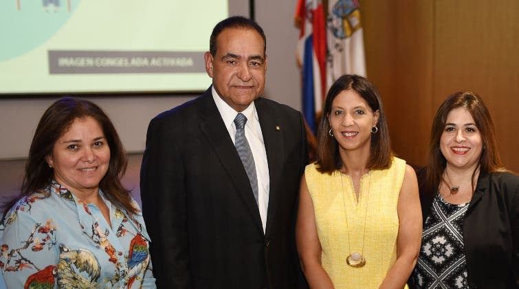 Grace Cochón, Julio Amado Castaños Guzmán, Odile Camilo y  Eloísa Pérez.