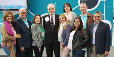 Los especialistas dominicanos junto a colegas de otras nacionalidades.