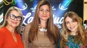 Luisa Féliz, junto a dos invitadas.