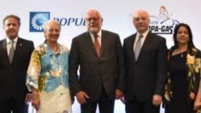 Samuel Conde,  presidente de Educa, junto a los demás integrantes del Consejo.