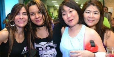 Aylin Khoury y Kathia Mejía, junto a dos invitadas.