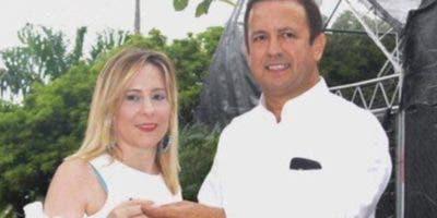 Carlos Domínguez y Gina Bacchi de Domínguez.