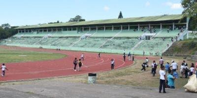 En estas condiciones se mantiene la pista de atletismo de La Barranquita, en donde la práctica es constante.  alberto Calvo