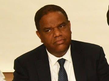 El ministro de Deportes, Danilo Díaz, pondera el trabajo.