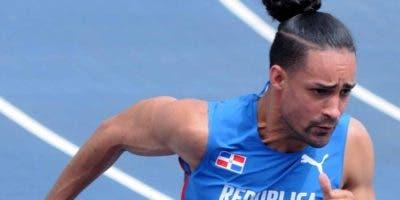 El subcampeón Luguelín Santos es la principal figura del  atletismo dominicano.  Archivo