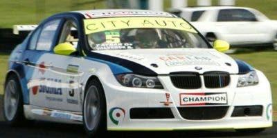 Tonino Aybar recorre el trazado de la pista en su BMW.  Archivo