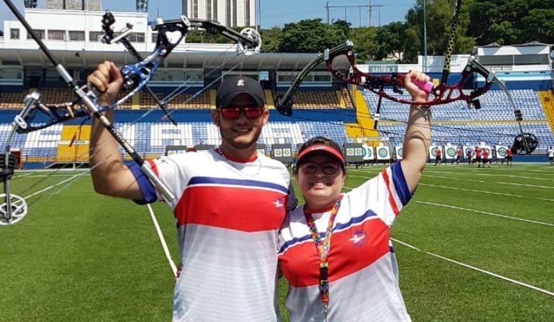 José Yunén y Carlina Guzmán  celebran luego de triunfar.