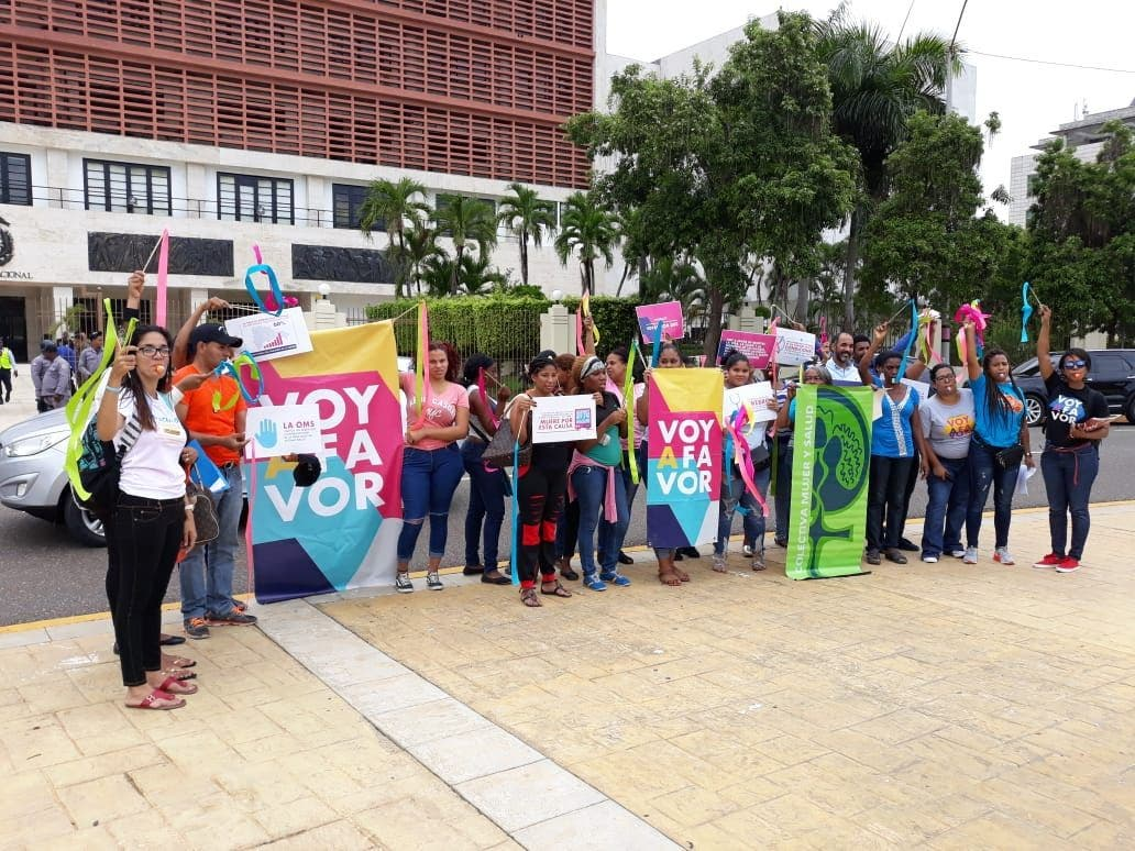 Mujeres exigen frente al Congreso aprobación del aborto