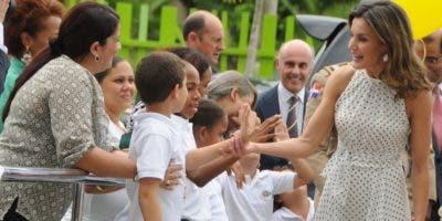 Letizia Ortíz recorrió el Centro de Atención a la Discapacidad junto a primera dama Cándida Montilla.   Nicolás  Monegro