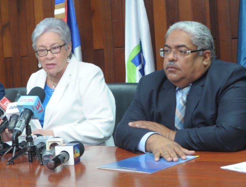 Altagracia Guzmán y Chanel Rosa en   rueda de prensa .  EXTERNA