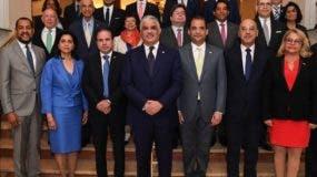 Miguel Vargas reunió embajadores de Europa, Asia y África.
