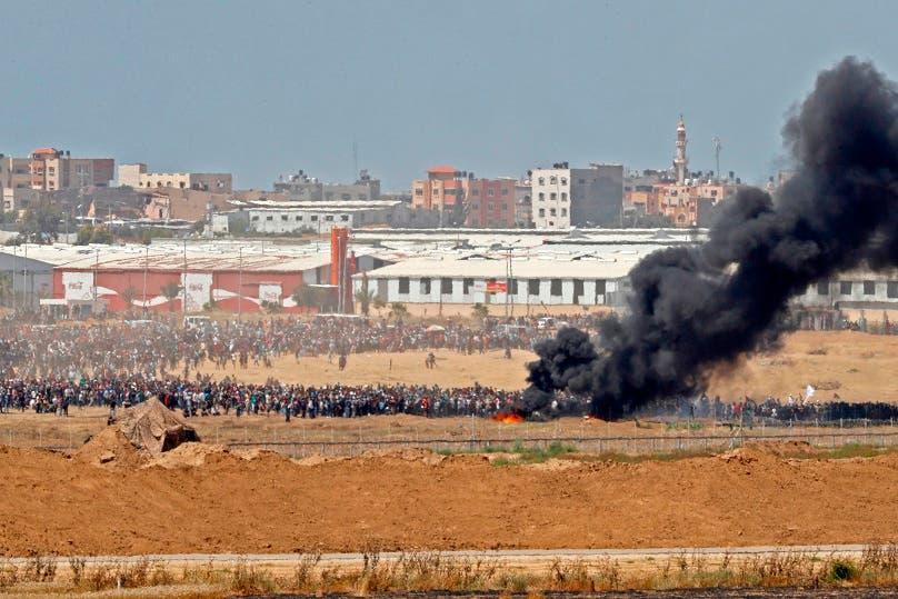 14. Los palestinos quemaron neumáticos durante la protesta.