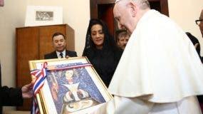 La primera dama dominicana, Cándida Montilla junto al papa Francisco, en El Vaticano.