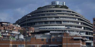 Una vista de la sede de la policía de inteligencia de Venezuela, conocida como Helicoide, en Caracas, Venezuela. Varios de los principales opositores al presidente Nicolás Maduro están detenidos en el edificio junto con el ciudadano estadounidense Joshua Holt, que ha sido encarcelado durante dos años sin un juicio. AP