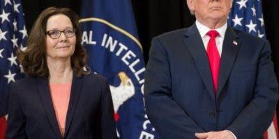 Donald Trump y Gina Haspel. AFP