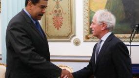 El presidente venezolano Nicolás Maduro y el senador estadounidense   Bob Corker. AFP