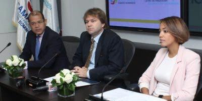 Marcos Peña Rodríguez, miembro de la Corte Internacional de Arbitraje de la CCI; Ricardo Koenig, presidente del bufete directivo del CRC, y Betty Soto Viñas, secretaria ejecutiva del Bufete Directivo de ese organismo.