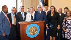 Miguel Vargas, acompañado del congresista Demócrata Adriano Espaillat junto a la delegación que asistió al Congreso de los EEUU.