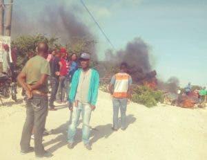 Los lugareños reclaman la construcción del puente que une a Don Gregorio con Juan Barón, dos de las comunidades más  pobladas del municipio Nizao. Foto: Fuente externa.