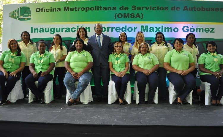 Parte de las mujeres que tendrán a su cargo la operación del corredor Máximo Gómez de la OMSA.