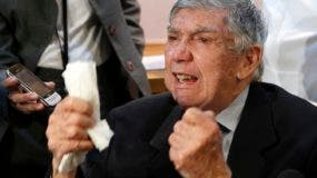 Luis Posada Carriles intentó varias veces asesinar a Fidel Castro. Participó en 1961 en el desembarco de la Bahía de Cochinos, cuyo fracasado objetivo era derrocar al gobierno castrista.