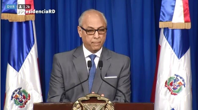 El consultor jurídico de la Presidencia, Flavio Darío Espinal, dio lectura a la carta del Presidente Medina.