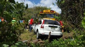 En el accidente están involucrados un autobús y una yipeta.