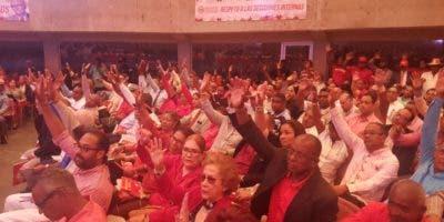 Las nuevas autoridades del partido rojo fueron electas por medio de planchas o plurinominal, y se utilizó la votación ordinaria levantando las manos, como forma de facilitar los trabajos. Foto: Degnis De León.