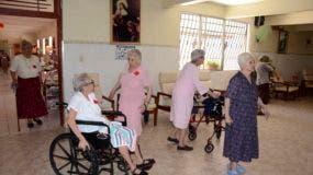 Día de las Madres en el asilo de ancianos San Francisco de Asis/foto José de León
