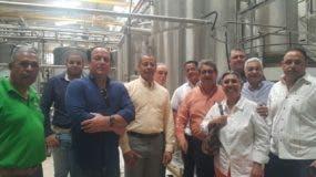 Dirigentes de la Confederación Nacional de Productores Agropecuarios (CONFENAGRO) de visita en la procesadora de cacao.