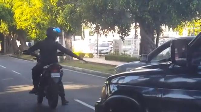 Policía identifica hombre disparó a neumáticos en plena avenida