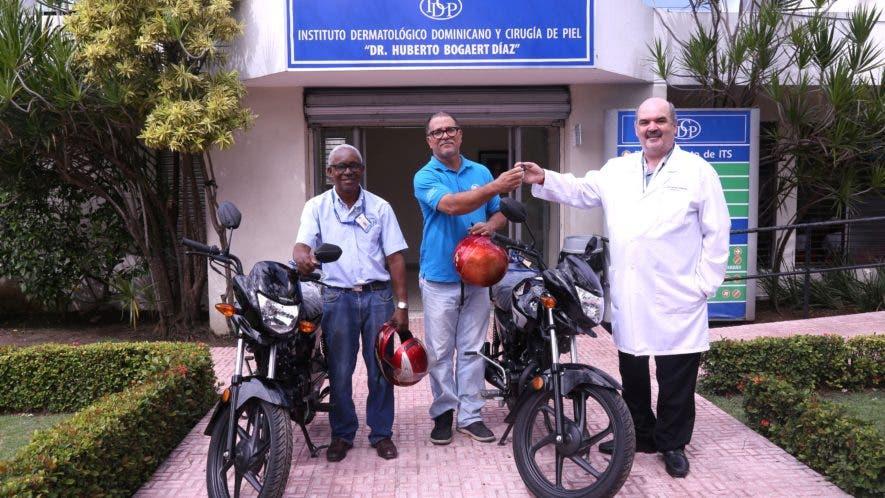 Las motocicletas fueron recibidas por Juan Aquino y Samuel Goris, auxiliares del organismo del Instituto.