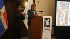 Alfonso Abreu expone durante la presentación del  documento.