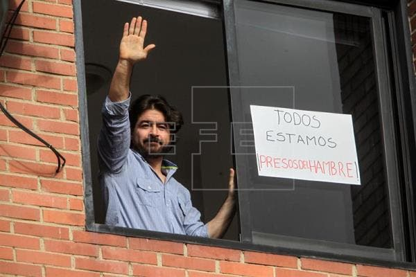 En la imagen, el exalcalde opositor Daniel Ceballos, privado de su libertad desde hace cuatro años y acusado de promover la violencia de las protestas antigubernamentales de 2014 que acabaron con un saldo de 43 muertos, y centenares de heridos y detenidos. EFE/Archivo