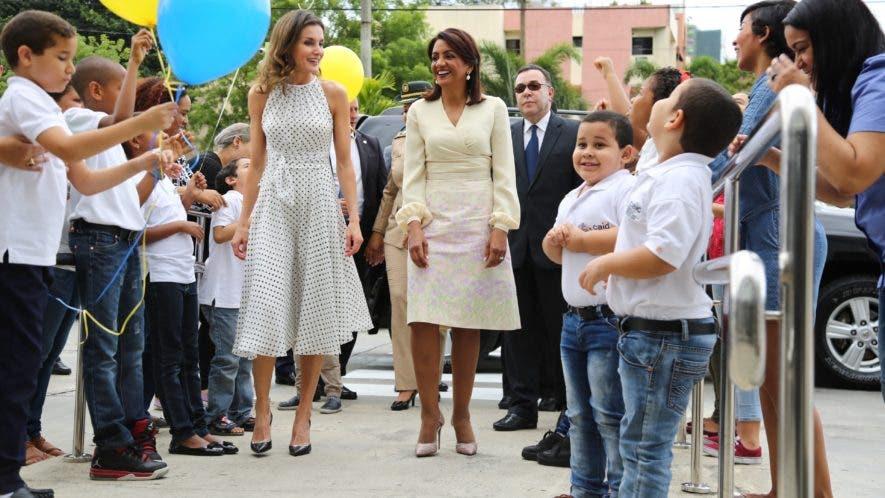 La reina Letizia junto a la primera dama Cándida Montilla.