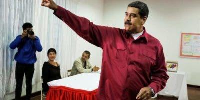 Maduro se ha ufanado de su triunfo en las urnas al subrayar que reunió cerca del 68 % de los sufragios y logró sacar casi 50 puntos porcentuales de ventaja a su contendiente más cercano,