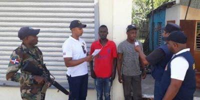 Posterior al proceso de verificación fueron trasladados al Centro de Acogida en Dajabón para ser procesados y deportados a su país.