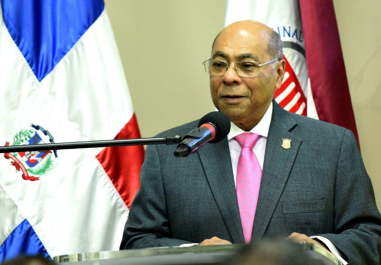 Milton Ray  Guevara, presidente del Tribunal Constitucional.