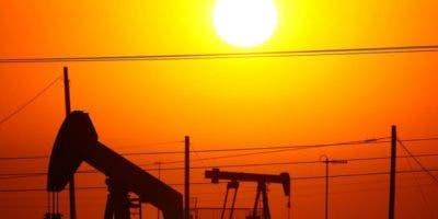 En el último año el precio del petróleo ha aumentado casi 50%. BBC