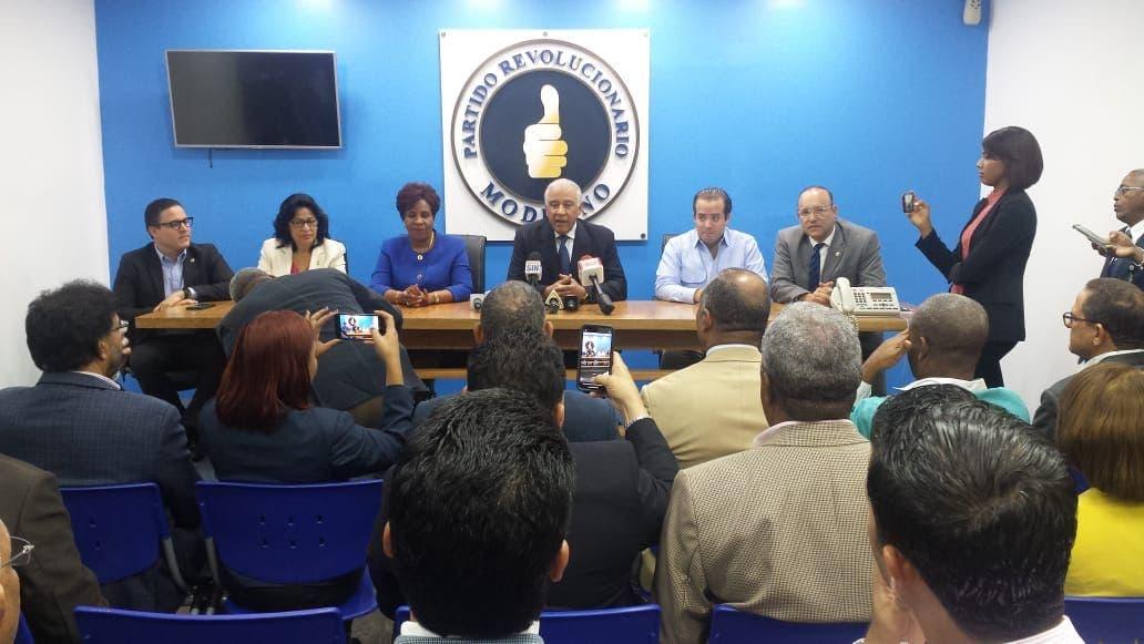 Dirección del PRM y diputados de la organización afinan detalles sobre ley de partidos