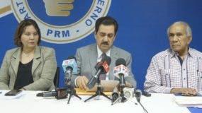 Tony Raful, presidente de la Comisión, ofrece los detalles del boletín.
