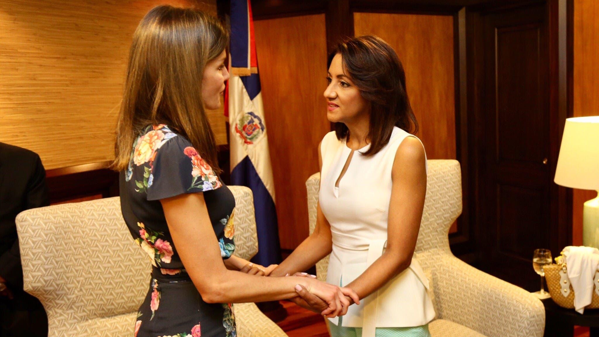 Primera dama Cándida Montilla despide en aeropuerto a la reina Letizia