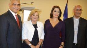Carlos Gabriel García,  María Cristina Castro,  Marjorie Espinosa y monseñor Ghaleb Bader.