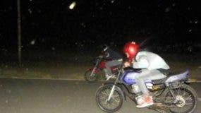 Dichas acciones peligrosas son llevadas a cabo por jóvenes desaprensivos en algunos tramos de la carretera Playa Dorada-Montellano-Sosúa.