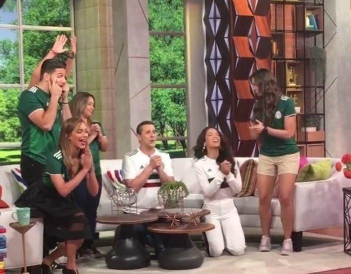 Telemundo suspende a dos presentadores por hacer broma con equipo coreano