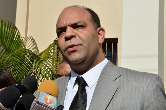 Abogados de Abel Martínez se querellan contra fiscales de Santiago